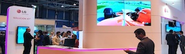 "LG shows in Total Media monitor LED 47 ""that allows configurations of up to 225 displays"