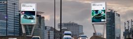 Ocean instala en Londres dos impresionantes estructuras de publicidad digital para BMW