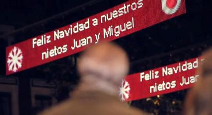 Vodafone Si Trasforma Le Luci Di Natale In Schermi Interattivi