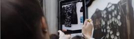 Net-a-Porter avanza el futuro del shopping: escaparates con realidad aumentada