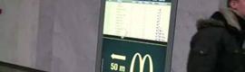 Una pantalla interactiva de McDonald's te recomienda qué te da tiempo a comer antes de tu viaje
