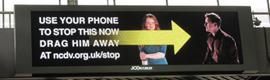 Original campaña outdoor interactiva contra la violencia doméstica en Reino Unido