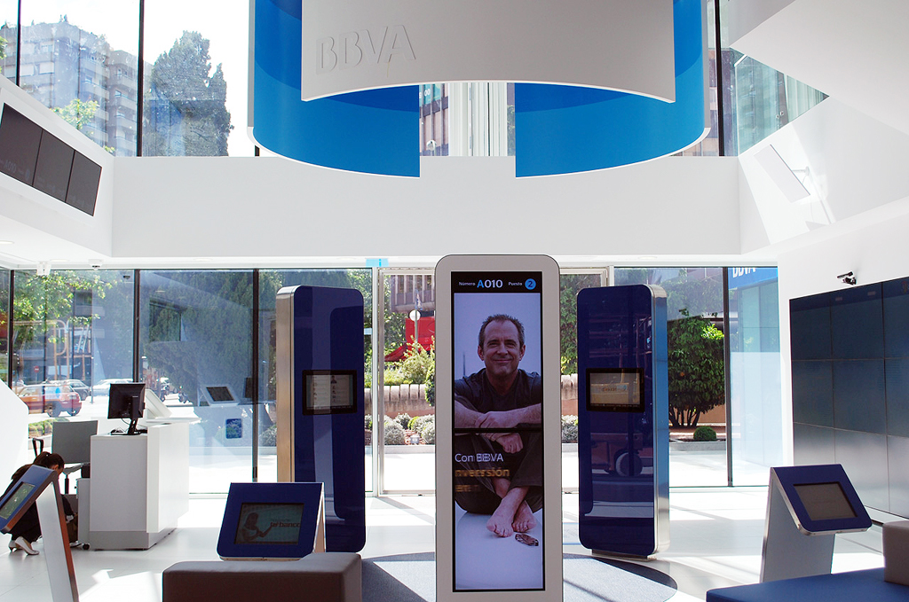 Bbva presents its vision of the bank of the future with a for Bbva oficina central