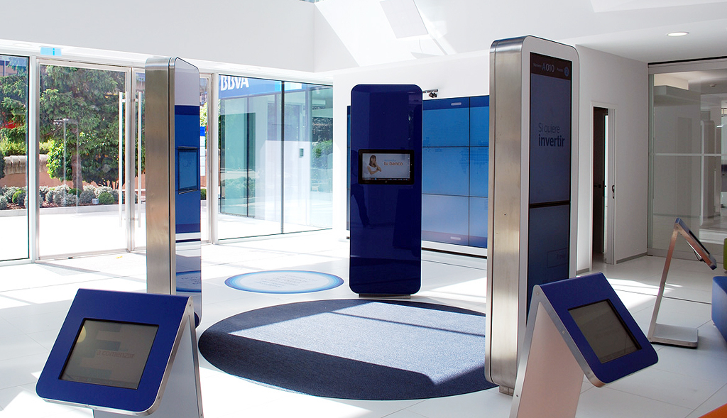 Bbva presents its vision of the bank of the future with a for Oficinas bbva leon
