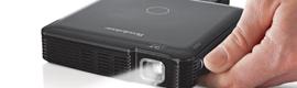Brookstone introduce un nuevo proyector de bolsillo HDMI