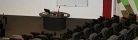 La Universidad de Queensland confía en el sistema de microfonía inalámbrica DMS700 de AKG