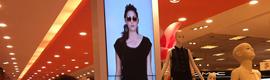 Falabella instala en sus tiendas de Lima unas novedosas pasarelas de moda digitales
