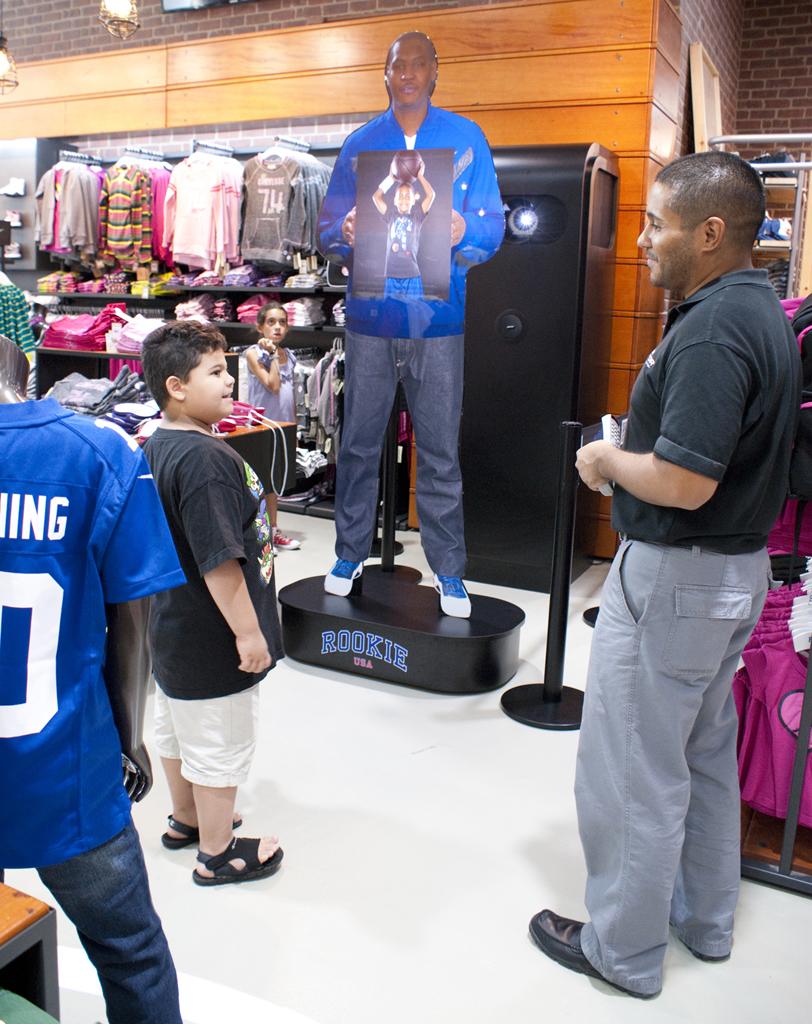 d3d6e24d873fa La tienda de deportes para niños Rookie USA emplea el primer ...