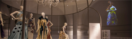 Evening dresses that seem to come alive through technology and projectiondesign Dataton