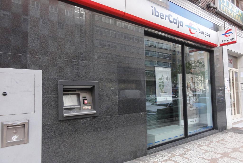 Ibercaja refuerza la seguridad de sus oficinas con c maras for Oficinas y cajeros