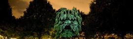 Transforman un parque de París en un bosque de gárgolas con proyectores de Canon