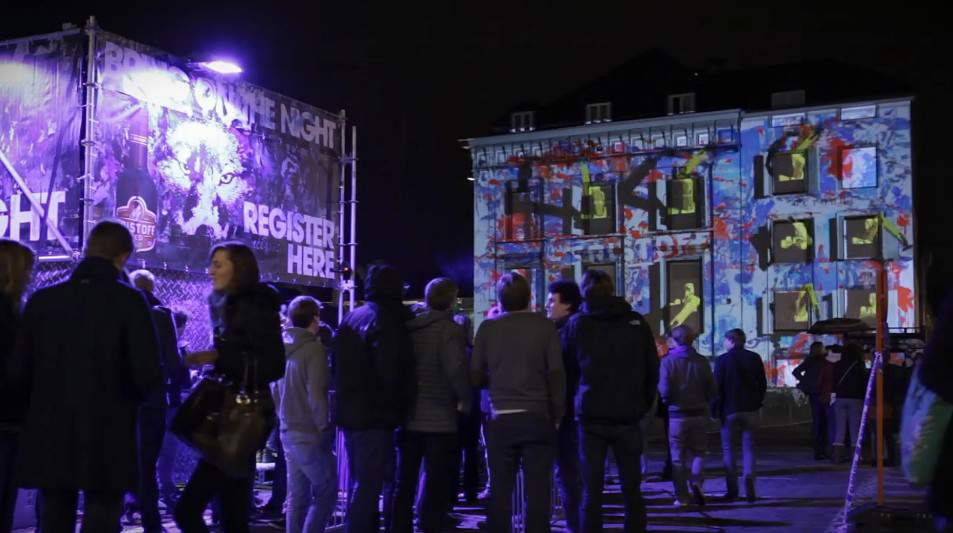 Eristoff transforms the facade of a building on a giant