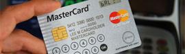 MasterCard sorprende con una tarjeta de crédito dotada de pantalla LCD