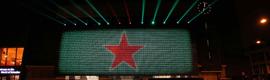Heineken crea una espectacular valla interactiva con LEDs y botellas activada por Facebook