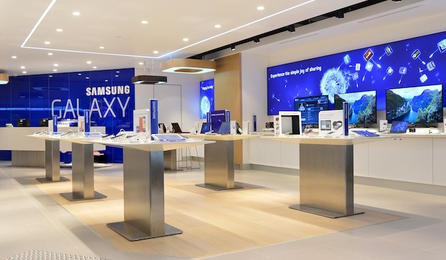 samsung opens in paris the first samsung mobile store with. Black Bedroom Furniture Sets. Home Design Ideas