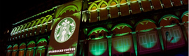 Starbucks abre su tienda insignia de la India con un espectacular video mapping