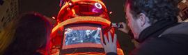Vodafone planta un árbol de Navidad interactivo en plena Gran Vía madrileña