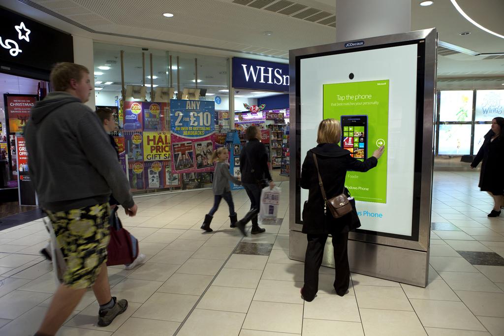 Microsoft Lanza Una Campa 241 A Dooh Interactiva Con Contenido