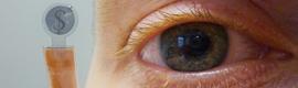 Crean unas pantallas LCD integradas en lentes de contacto para realidad aumentada