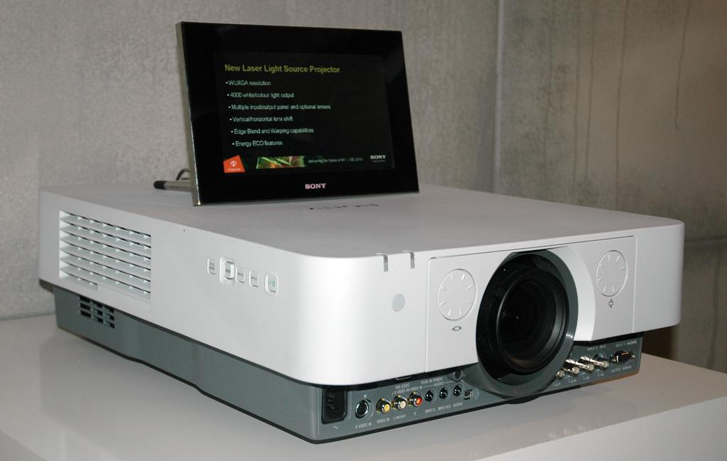 Sony da a conocer su primer proyector con fuente de luz - Proyectores de luz ...