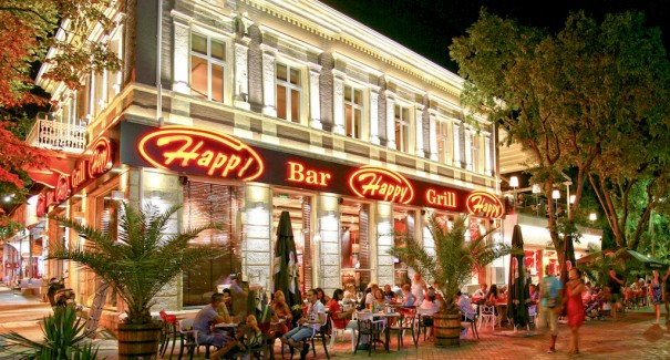 Harris DOOH en Happy Bar &Grill (Bulgaria)