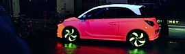 Opel mapea con luz el nuevo Adam para atrapar la atención de los daneses