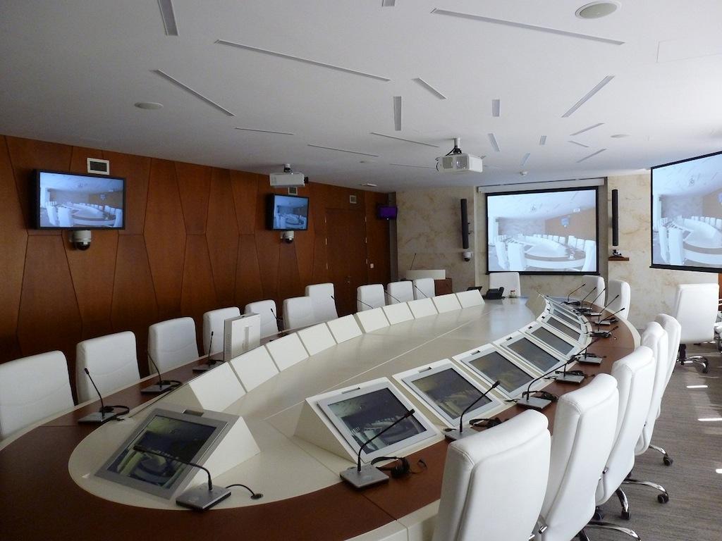 La Rusa Nis Gazprom Instala Monitores Drop De Arthur Holm