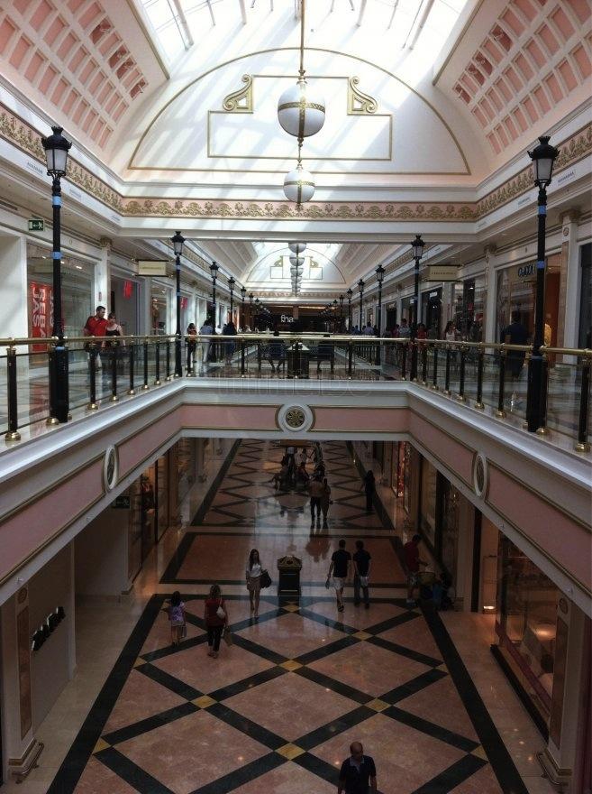 Visualcounter registra la afluencia de personas en el c c - Zara gran plaza 2 ...