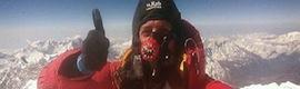 Primera videoconferencia solidaria desde 'el techo del mundo': el Everest