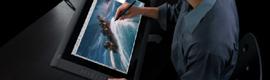 Wacom Cintiq 22HD touch, intuitiva pantalla táctil rotativa con lápiz