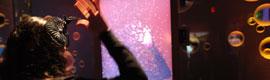El Bubble-izer del World de Coca Cola ofrece una experiencia interactiva en 3D con burbujas efervescentes