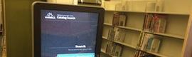 El libro y el entorno digital interactivo conviven y mejoran la experiencia de leer en una biblioteca