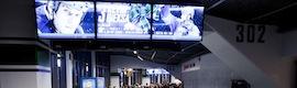 Los fans de Vancouver Canucks animan a su equipo de hockey en 450 pantallas con Harris Infocaster