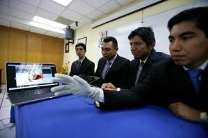 Estudiante IPN entrenador virtual cirugia Kinect