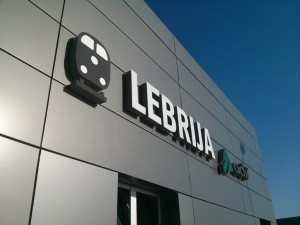 Fachada estacion Lebrija