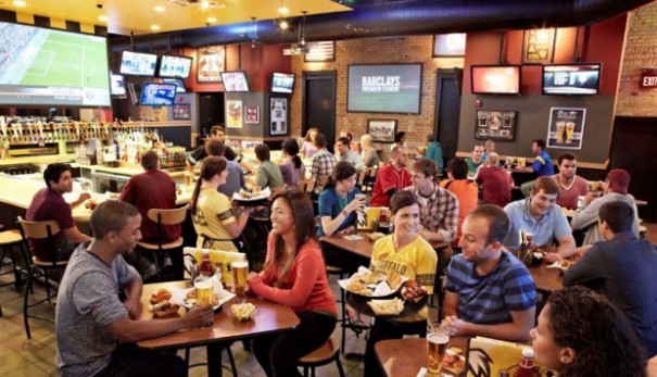 Buffalo Wild Wings con pantallas WRT