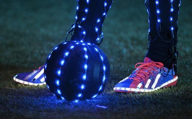 Scarpe Con Nuove Messi Nuova Propagandato Di Da Luce Led La Calcio Velocità Leo 78x0nRdI