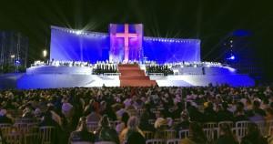 Robe ilumina escenario Copacabana viaje Papa Francisco3