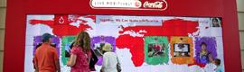 Un videowall interactivo, que detecta el movimiento, atrae a los visitantes del museo World of Coca-Cola