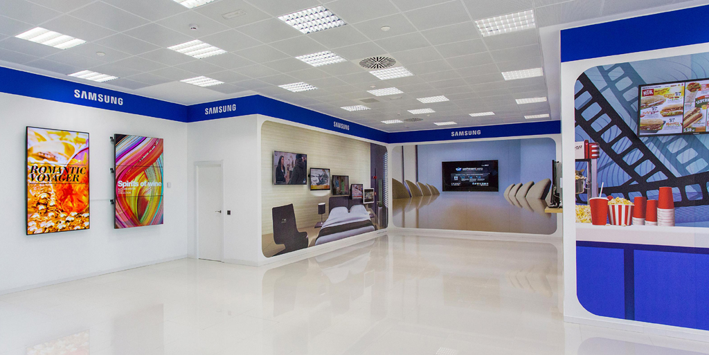 Samsung creates its first demo center with digital signage for Vitamincenter b2b