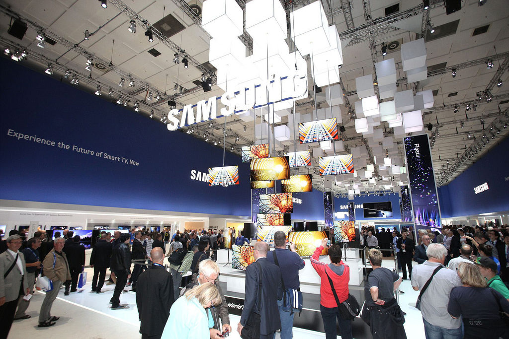 Samsung made its largest LFD screens of large-format