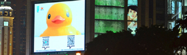 The Rubber Duck Hofman floats on digital signage screens from China by Beijing Design Week festival 2013
