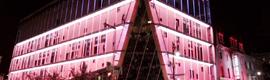 Moment Factory crea un gran espectáculo interactivo de luz para el edificio de La Vitrine en Montreal
