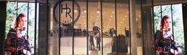 Holt Renfrew da la bienvenida a sus clientes con una gran pantalla LED NanoLumens de 29 metros