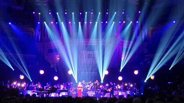 Robe en el concierto de Gloria Estefan