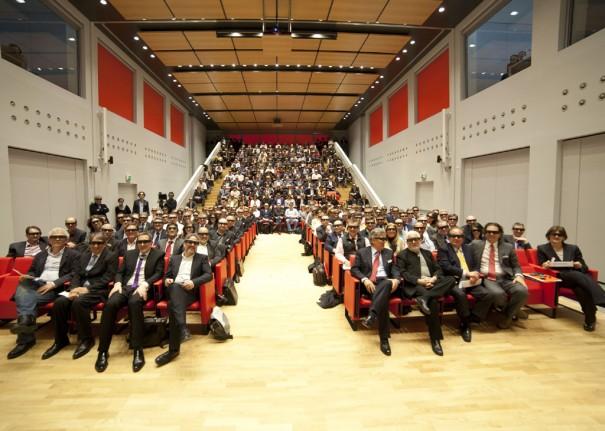 Sala de conferencia iGuzzini proyectores Christie 2