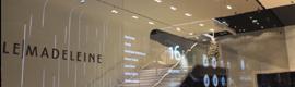 Un original videowall transparente de 25 metros da la bienvenida a los visitantes de Le Madeleine