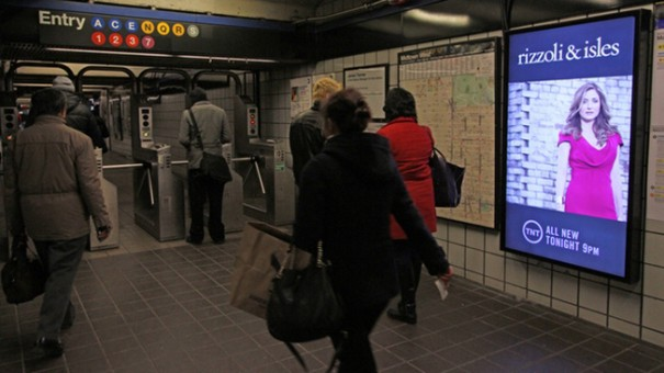 CBS Outdoor y Turner metro New York