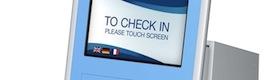 Materna IPS incorpora reconocimiento facial a su kiosco digital táctil Phoenix para aeropuertos