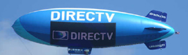 El dirigible DirecTV de Van Wagner ilumina el cielo americano con su pantalla de LEDs